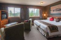 King sized beds in Hacas Inn